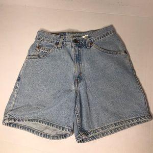 Women's relax fit Levi jean shorts.